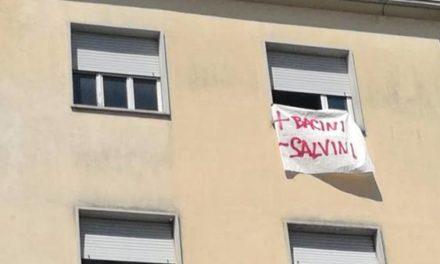 Lenzuolata democratica:  da Nord a Sud, in Italia, dilaga la protesta dei balconi.