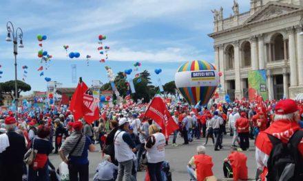"""Eccoci a Roma insieme a tanti pensionati che dicono: """"DATECI RETTA"""""""