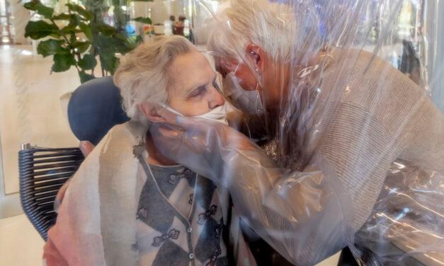 I sindacati dei pensionati e la Società Mutua Piemonte donano alle RSA del pinerolese due stanze degli abbracci